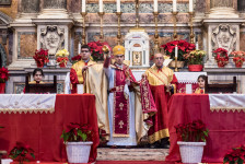 altare-della-chiesa